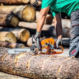 cięcie drewna piłą