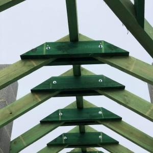 zielony strop drewniany