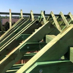 drewniane belki pod dach